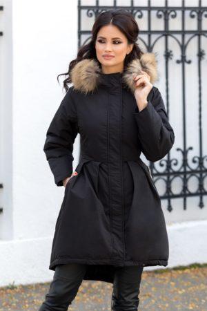 Geaca eleganta neagra lunga calduroasa cu gluga moderna detasabila accesorizata cu blanita naturala Mary