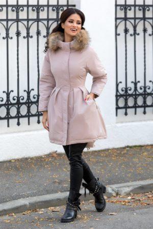 Geaca eleganta roz prafuit lunga calduroasa cu gluga moderna detasabila accesorizata cu blanita naturala Mary