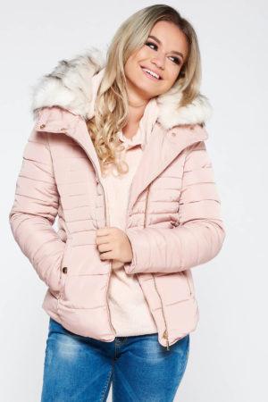 Geaca scurta de dama imblanita roz deschis casual realizata din fas si guler detasabil din blana ecologica