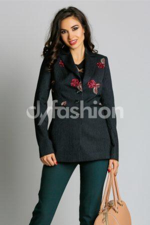 Jacheta de dama neagra in dungi cu croi modern si decolteul feminin cu broderie florala Casandra
