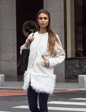 Palton scurt alb calduros si elegant fabricat din stofa si captusit cu margine din blana London