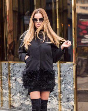 Palton scurt negru calduros si elegant fabricat din stofa si captusit cu margine din blana London