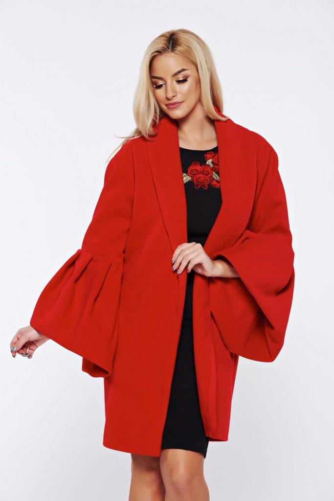 Palton rosu elegant Ana Radu realizat din lana cu maneci clopot bufante si croiul drept
