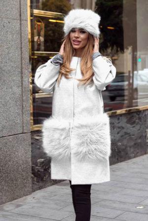 Palton alb calduros si lung de dama din stofa trendy cu insertii din blana la buzunare Krista