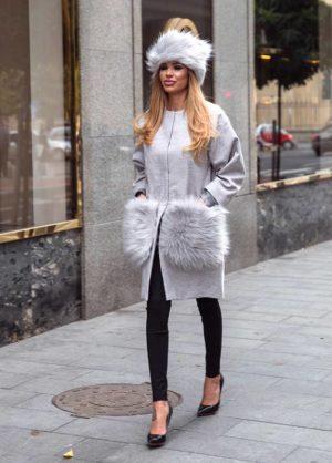 Palton gri calduros si lung de dama din stofa trendy cu insertii din blana la buzunare Krista