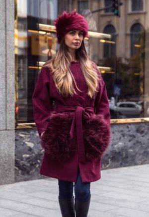 Palton marsala calduros si lung de dama din stofa trendy cu insertii din blana la buzunare Krista