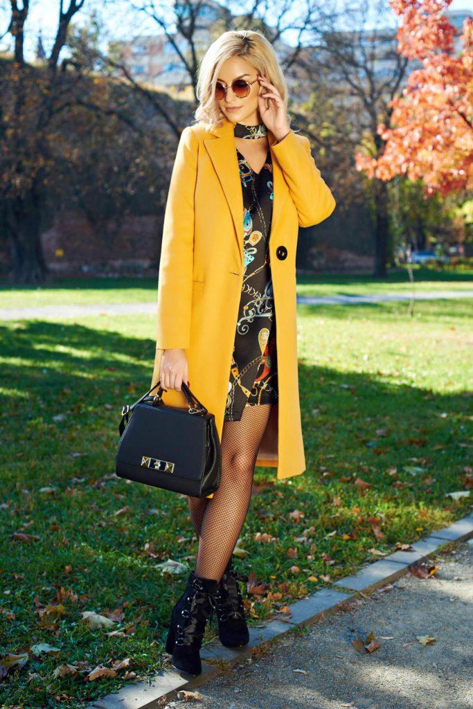 Palton galben mustar drept pentru toamna iarna cu un design clasic din stofa LaDonna