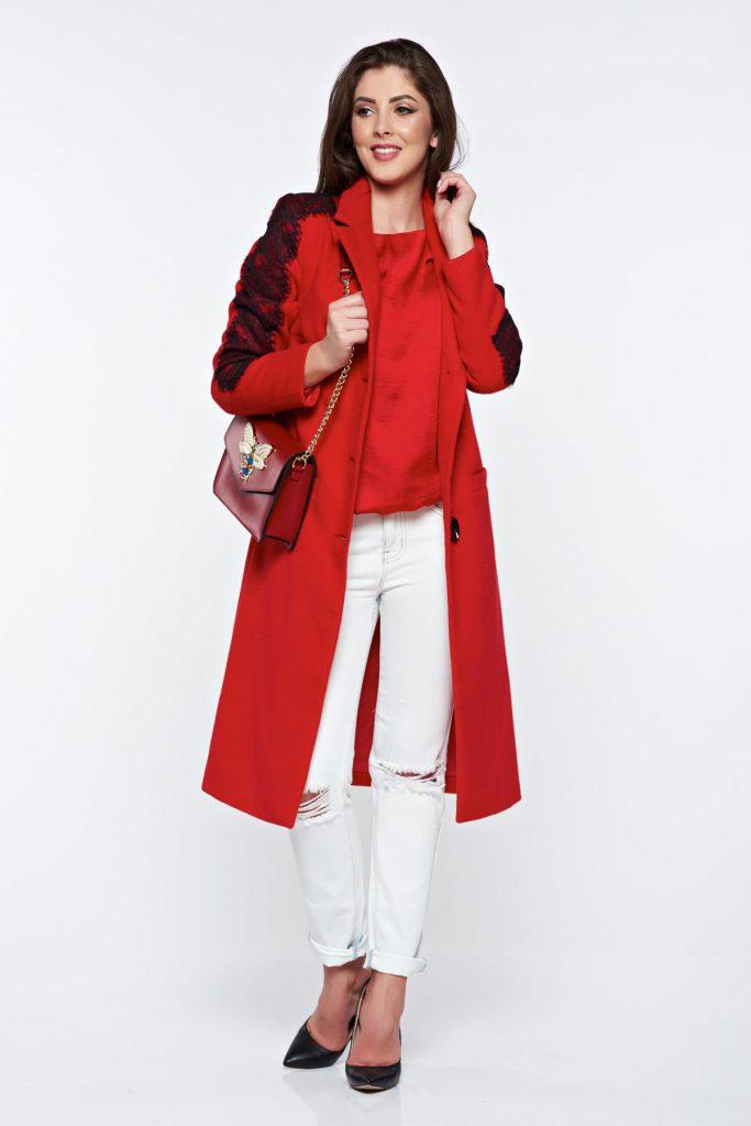 Palton rosu lung si drept elegant din lana cu aplicatii de dantela si buzunare largi ce tin de cald mainilor LaDonna