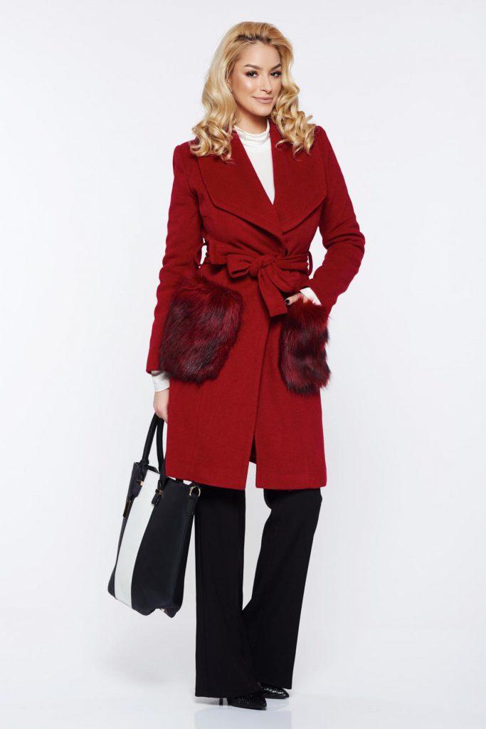 Palton lung de seara visiniu pentu iarna din lana cu insertii de blana ecologica LaDonna