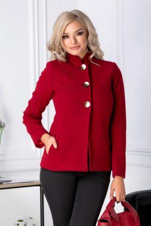 Palton scurt rosu de dama pentru iarna marca Moze accesorizat cu trei nasturi maxi aurii