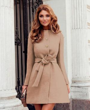 Palton bej de iarna casual elegant din stofa cu lana si croiala evazata accesorizat cu cordon in talie Dulcis