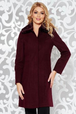 Palton visiniu lung foarte elegant si modern din stofa moale accesorizat cu blanita delicata la guler