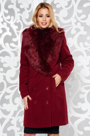Palton dama visiniu drept foarte elegant si stilat din stofa groasa cu lana accesorizat cu blanita moale la guler