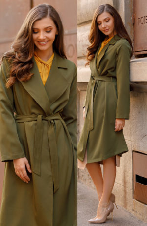 Trench kaki dama in stil militar foarte stilat si rezistent fiind realizat din bistrech Dress Army