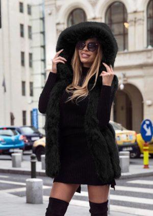 Vesta neagra cu gluga din blanita ecologica moale si pufoasa Tasha pentru un look stilat