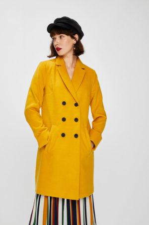 Palton dama elegant lung galben mustar cu buzunare laterale si inchidere cu nasturi Answear Falling In Autumn