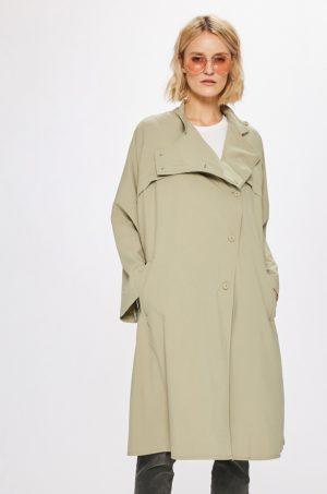 Palton oversize bej fara captuseala realizat din material neted si subtire pentru zile racoroase de toamna iarna Wiya for Answear