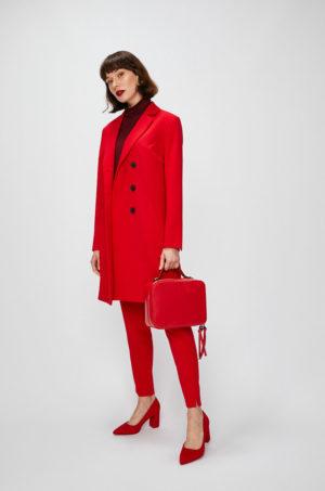 Palton rosu lung elegant de seara cu clapete clasice si inchidere cu nasturi negri supradimensionati Answear