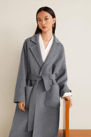 Palton de femei elegant gri lung din lana in stil oversize cu linia umerilor lasata si accesorizat cu curea in talie Mango Batin