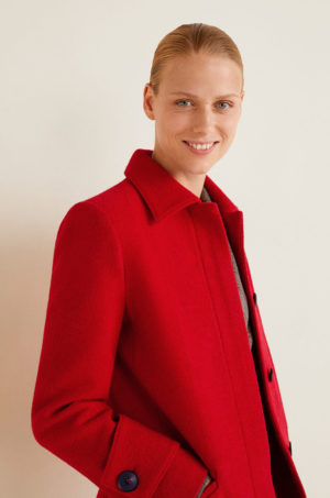 Palton rosu din lana elegant de seara sau de ocazie din material textura cu maneci cu mansete incheiate Mango Boucle