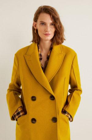 Palton dama elegant galben mustar de ocazie din lana cu nasturi negri supradimensionati si cusaturi decorative Mango