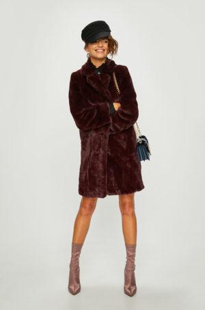 Palton elegant visiniu lung in stil teddy bear din material plusat ce imita blana cu croiala lejera si blanita pe interior Morgan