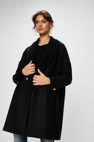 Palton dama oversize negru de firma cu croiala larga si linia umerilor lasata ce se inchide cu un nasture Pinko