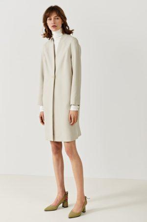 Palton crem elegant office cu maneca in raglan si Incheiere cu nasture realizat din Material neted Simple