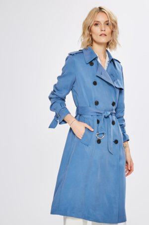Palton de firma Tommy Hilfiger albastru deschis lung cu buzunare oblice exterioare si incheiere cu nasturi