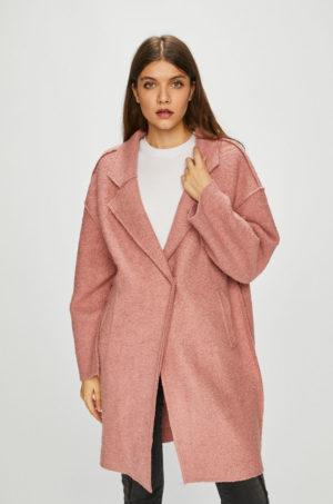 Palton dama roz lejer cu croiala in stil oversize ce se inchide cu clapete clasice si dispune de buzunare oblice Vila