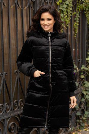 Geaca lunga neagra calduroasa de iarna cu aspect de velur si accesorizata cu buzunare discrete cu clapa Apy