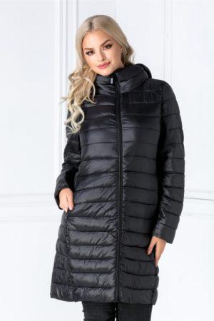 Geaca de iarna neagra lunga cu aspect matlasat si gluga detasabila ce iti va tine de cald atunci cand o imbraci Pamy