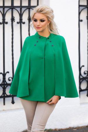 Jacheta de ocazie eleganta verde cu maneci tip capa prevazuta cu buzunare discrete si nasturi aplicati la baza gatului Ginette