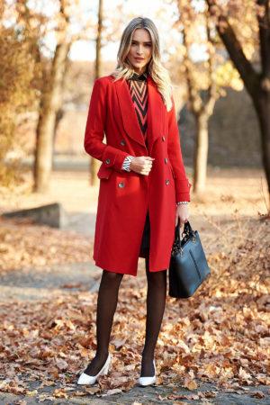 Palton rosu cambrat lung pana deasupra genunchilor si elegant realizat din stofa calitativa cu doua randuri de nasturi metalici Artista