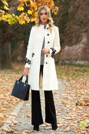 Palton elegant alb din lana cu insertii de broderie si guler cu blanita moale si pufoasa perfect pentru ocazii speciale LaDonna