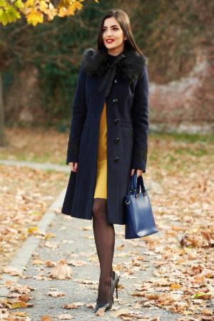 Palton elegant bleumarin din lana cu insertii de broderie si guler cu blanita moale si pufoasa perfect pentru ocazii speciale LaDonna