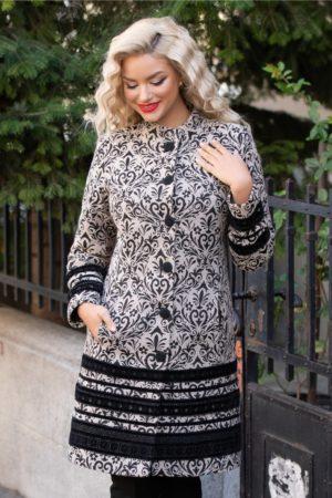 Palton dama de lux bej cu insertii negre din catifea brodata ce se inchide cu nasturi eleganti LaDonna