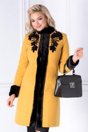 Palton de lux galben mustar elegant de iarna realizat din din lana calduroasa cu insertii cu blanita si broderie LaDonna