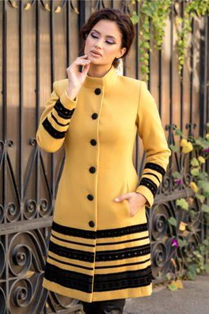 Palton elegant galben mustar din lana usor evazat accesorizat cu insertii stilate de catifea cu broderie moderna LaDonna
