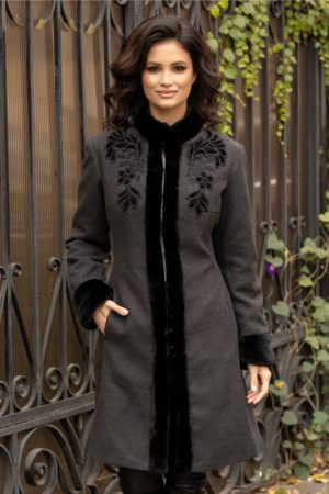 Palton de lux gri elegant de iarna realizat din din lana calduroasa cu insertii cu blanita si broderie LaDonna