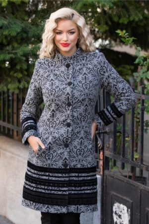 Palton dama de lux gri cu insertii negre din catifea brodata ce se inchide cu nasturi eleganti LaDonna