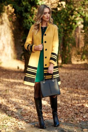 Palton galben mustar elegant cambrat de ocazie din stofa moale si accesorizat manual cu nasturi fantezie si aplicatii de catifea LaDonna