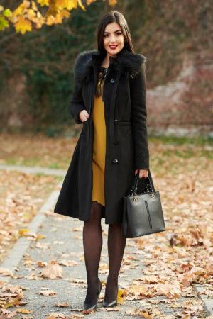 Palton elegant negru din lana cu insertii de broderie si guler cu blanita moale si pufoasa perfect pentru ocazii speciale LaDonna