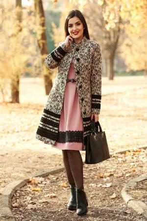 Palton lung negru confectionat din stofa cu imprimeu si accesorizat cu benzi decorative cu broderii pe suport din catifea LaDonna