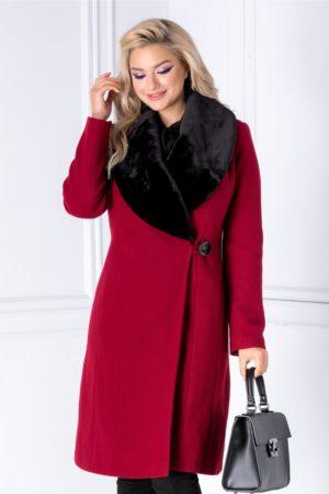 Palton lung rosu petrecut de iarna cu rever din blanita detasabila pentru un plus de feminitate si eleganta LaDonna