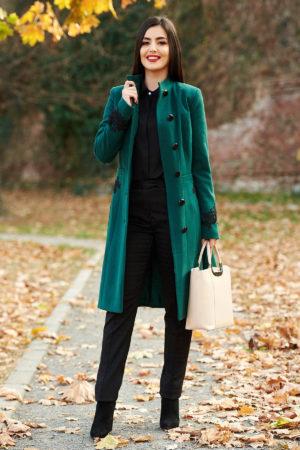 Palton elegant verde din lana cu insertii de broderie si guler cu blanita moale si pufoasa perfect pentru ocazii speciale LaDonna