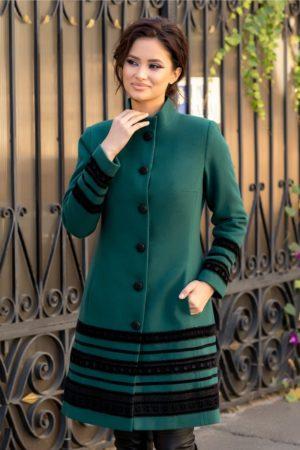 Palton elegant verde din lana usor evazat captusit pe interior si accesorizat cu insertii stilate de catifea cu broderie moderna LaDonna
