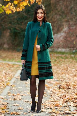 Palton verde elegant cambrat de ocazie din stofa moale si accesorizat manual cu nasturi fantezie si aplicatii de catifea LaDonna