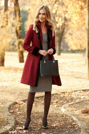 Palton de ocazie elegant din lana de culoare visinie cu aplicatii florale brodate si insertii de blana artificiala neagra LaDonna