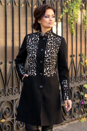 Palton negru de iarna foarte elegant si stilat cu detalii animal print in zona pieptului si la maneci Moze